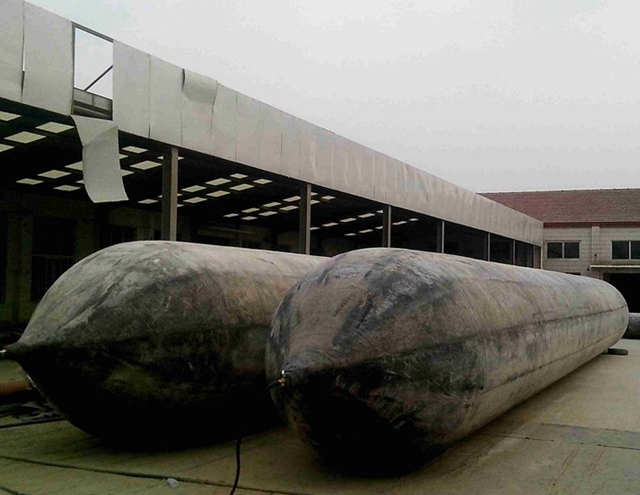 0.6m-2.8m diameter marine rubber airbag used in shipyard